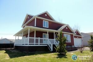 BEAUTIFUL EXECUTIVE HOME MONCTON NORTH w POOL