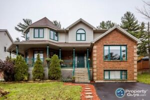 Executive 5 bed/3.5 bath close to amenities, schools & parks