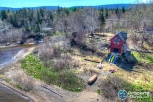 Unique lakefront cottage sitting on almost 1.5 ac of prime land
