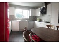 Spacious 1 bedroom apartment close to the East Putney Underground Station!!!