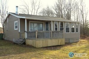 Move in ready, newly renovated 4 season cottage