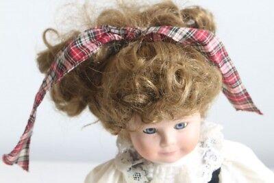 dchen mit schönem Kleid und Schleife im Haar Sammlerpuppe (Dekorative Mädchen)
