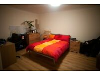 Bright large double room to rent (ensuite)