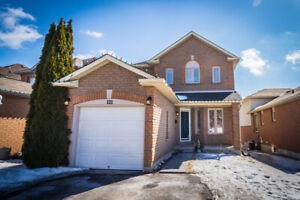 Welcome To 122 Hudson Cres. This Charming Home Features A Bright