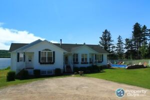 Waterfront, 7 acres, established B&B with 6 beds/6 baths!