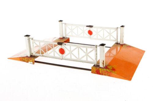 G59G: Vintage Bing Gauge 1 Twin Track Level Crossing 10/674