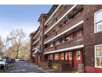 PEFERCT FOR STUDENTS HUGE THREE DOUBLED BEDROOM FLAT, PARKING NEXT TO BOROUGH TUBE AUGUST £450!!