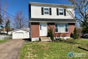 Fully finished 3 bed/2 bath located in quiet area