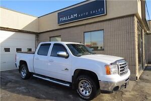 2013 GMC Sierra 1500 SL 4WD, Hitch, Tonneau Cover