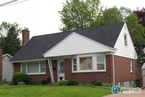 Centrally located 3 bed/2 bath with 2100 sq ft