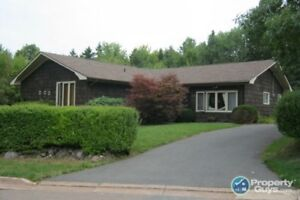 Private, spacious 3 bed/1.5 rancher !