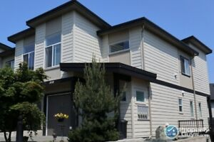 Impeccably maintained 3 bed/3 bath townhome in Westhills