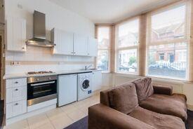 Charming studio flat in Streatham. FURNISHED/PART-FURNISHED.