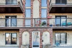 Professionally renovated 2 bed ground level condo!