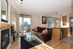 D102 - Beautiful bright 1 br + Den in Yaletown