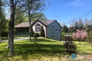 Fantastic 3 bed/3 bath bungalow, close to lakes & trails