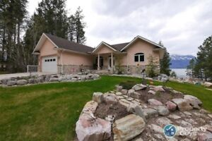 Gorgeous 5 bedroom Lakefront home in Sanca BC 198265