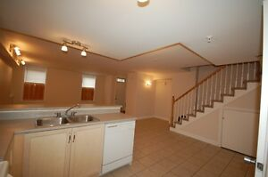 Beautiful, 3 Bdrm Townhouse in Waterford Suites-Avail in July!