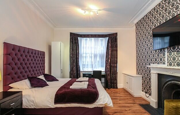 SPACIOUS ACCOMODATION IN HYDE PARK MANSIONS