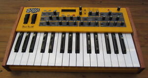 Dave Smith Mopho Keyboard Analog Synth