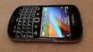Unlocked blackberry bold 9900 in mint condition