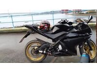 Yamaha yzf 125r 2009 has new spark plug and new did chain coolar top up fresh oil to 11 monts mot