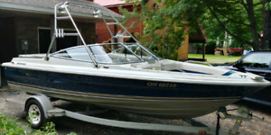 Maxum Marine 2000 SRF - Fish and Ski / Wakeboard
