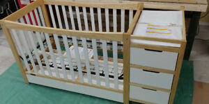 Graco Remi 4-in-1 Convertible Crib and Changer Natural/White
