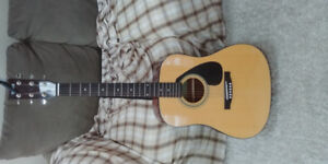 Yamaha acoustic guitar - great for beginners