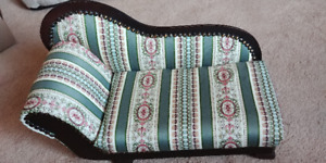 "CHAISE LOUNGE FOR LARGER 18"" DOLLS - PRETTY"