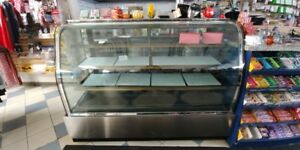CURVED GLASS REFRIGERATED BAKERY CASE- GREAT CONDITION