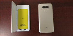 LG G5 with extra battery and charging dock