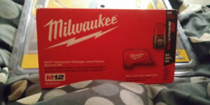 Milwaukee m12 compact charger and power source kit