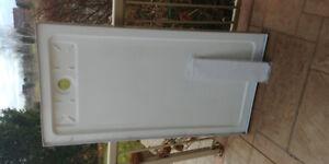 Ove fibreglass shower base 32 x 60 white