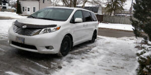 ***RARE*** 2011 Toyota Sienna Ltd, AWD with EXTENDED Warranty