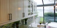 Armoire de cuisine IKEA vitrée et blanche laquée