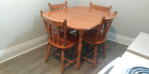 Vintage Dining Room Table and 4 Chairs