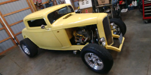 1932 Ford deuce coupe street rod