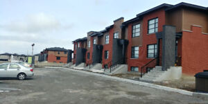 Lovely town house for rent/maison de ville à louer Vaudreuil