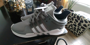 Adidas sneakers size. 10.5 mens