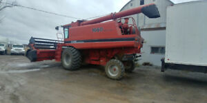 1660 Case IH Combine With Heads