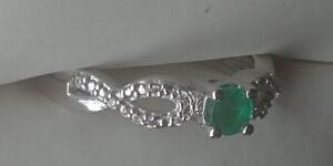 Emerald diamond ring 18k white gold