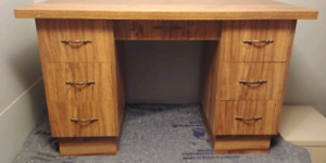 Computer desk for sale, free delivery