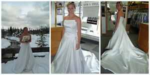 Ivory Strapless Wedding Dress, size 4