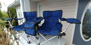 Kids tandem folding chair c/w cup holders    * like new *