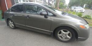 Honda Civic 2008- très économique, parfait pour étudiant