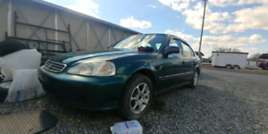 Honda civic 2000 4 portes . 1500$