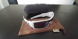 Oakley Oil Rig Sunglasses with case and pouch