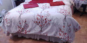 Queen duvet cover, with two pillow king size shams, 2 red pillow