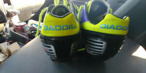 Diadora Soccer Shoes (Cleats) * like new * size Youth 6.5